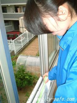 本物の防犯フィルム【 プライム 】 フィルムの貼り方 養生の画像