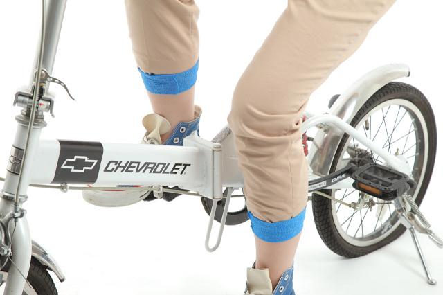昭和技研(株)伸縮性自着包帯 ケアバンテージ アレルギーが出にくいラテックスフリー ケアバンテージをテーピングとして使用した画像