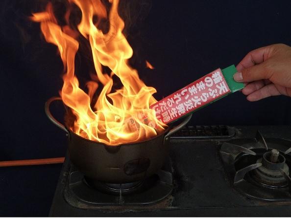 箱のままいれるだけ 初期消火使用方法の画像